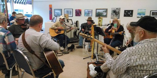 The Lincoln Art Center hosts an informal jam session the 4th Saturday afternoon of each month.